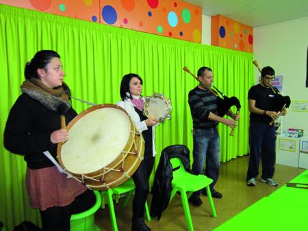 Concerto didáctico no CEIP Virxe do Carme para conmemorar a Santa Icía.   (Foto cedida).