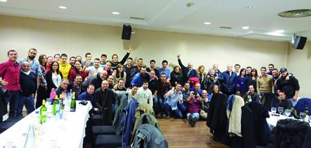 Foto de familia dos 60 asistentes á cea de Nadal do club PadelPibe de Monforte, o pasado 12 de decembro. (Foto cedida).