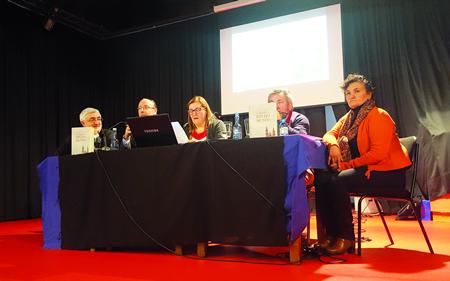 Elvira Vila, presidenta da Asociación Cultural Irmandade Sarria-Guerlédan, abriu o acto e presentou aos relatores e ao autor do libro. (Foto cedida).