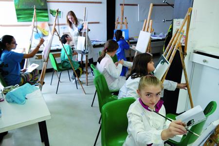 Este ano terán continuidade as actividades habituais de pintura ao óleo, cerámica, monicreques ou teatro, entre outras. Arquivo EC.