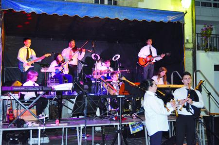 No seu primeiro ano, a nova Banda Folk de Ribas de Sil ofreceu dezaseis Concertos Solidarios para colaborar con asociacións, particulares e institucións diversas. (Foto cedida).