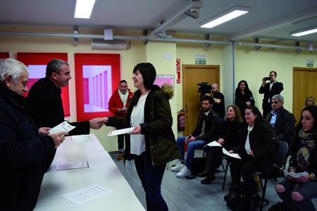 Entrega de diplomas aos asistentes aos cursos organizados por Cruz Roja e Deputación de Lugo, a finais de decembro. GPDL