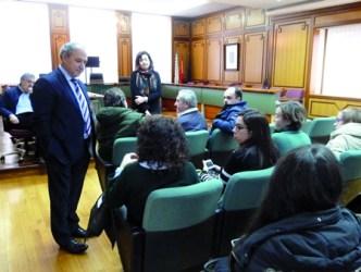 O alcalde de Monforte, José Tomé, e a concelleira de Cultura, Marina Doutón, durante a reunión cos representantes das comparsas do Entroido, celebrada no Salón de Plenos do Consistorio o luns 8 de febreiro. GPCM.