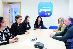 Reunión de Elena Candia con membros da súa candidatura, o pasado 20 de febreiro. (Foto cedida).