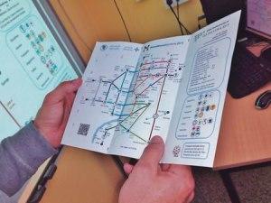 O MetroMinutoMonforte (M3), que recorda os planos do metro, precisa as distancias en metros e minutos das rutas dos centros educativos. (Foto cedida).