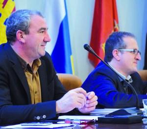 O presidente da Deputación de Lugo, Darío Campos, e o vicepresidente provincial, Antonio Veiga, durante o Pleno no que se aprobou o Orzamento para 2016. GPDL.