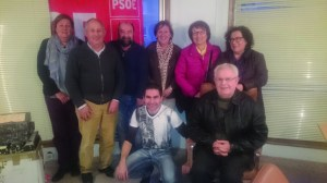Os integrantes da nova executiva municipal do PSdeG-PSOE en Quiroga, constituída o pasado 20 de abril. (Foto cedida).