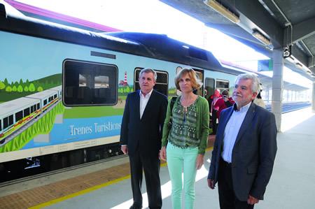 A directora de Turismo de Galicia, Nava Castro, realizou a primeira viaxe da nova tempada do Tren Turístico Ruta do Viño Ribeira Sacra, o pasado 11 de xuño. GPXG.