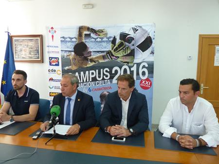 O alcalde de Monforte, José Tomé, na presentación do Campus Celta, co técnico municipal de Deportes, Óscar Rodríguez, e os responsables da Fundación Celta de Vigo, o 20 de xuño. GPCM.