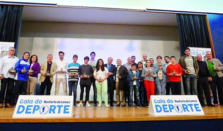 Foto de familia dos deportistas e representantes de clubes, recoñecidos na Gala do Deporte celebrada a finais do mes pasado. GPCM.