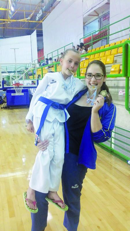 O Neka acadou as súas primeiras medallas na modalidade de freestyle no XIV Torneo Cidade de Ourense de Taekwondo, celebrado o mes pasado, da man de Laura Álvarez e Meritxell Varela. (Foto cedida).