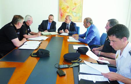 A reunión da Xunta Local de Seguridade tivo lugar no Concello de Monforte, coa presenza do alcalde, José Tomé, e o subdelegado do Goberno en Lugo, Ramón Carballo, así como os responsables dos corpos de seguridade. GPCM.