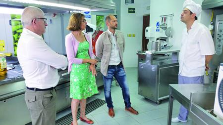Raquel Arias visitou a residencia da terceira idade de Monforte, para supervisar os traballos realizados nestas instalacións. GPDTL