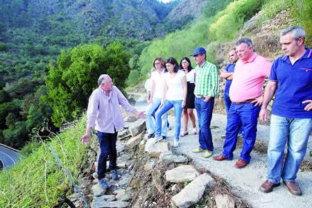 A conselleira de Medio Rural visitou unha das zonas afectadas polas treboadas en Sober, o pasado 16 de agosto, para coñecer os danos na produción e nos accesos aos viñedos. CMR