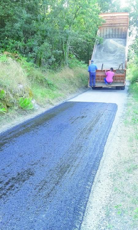 Imaxe dos traballos de rexeneración dos camiños que desenvolveu o mes pasado o Concello de Sober, con cargo ao Plan Marco de Camiños Rurais. (Foto cedida).