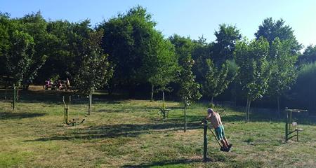 As áreas biosaudables ofrecen a posibilidade de realizar actividade física moderada ao aire libre de xeito gratuíto. (Foto cedida).