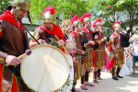 O desafío dos gaiteiros romanos e castrexos animou a mañá da xornada festiva, nun duelo musical moi aplaudido polos veciños e visitantes. EC