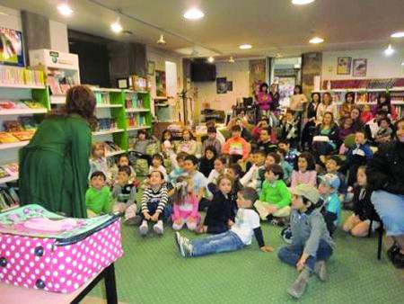 O fomento da lectura entre os máis cativos é o obxectivo do programa Ler Conta Moito, que a Xunta de Galicia desenvolve en colaboración cos concellos.  Arquivo EC.