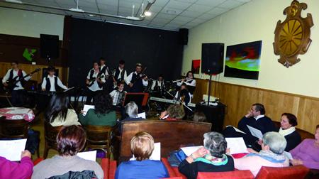 O concerto solidario da Banda Folk de Ribas de Sil tivo lugar no Círculo Saviñao o pasado sábado 5 de novembro. (Foto cedida).
