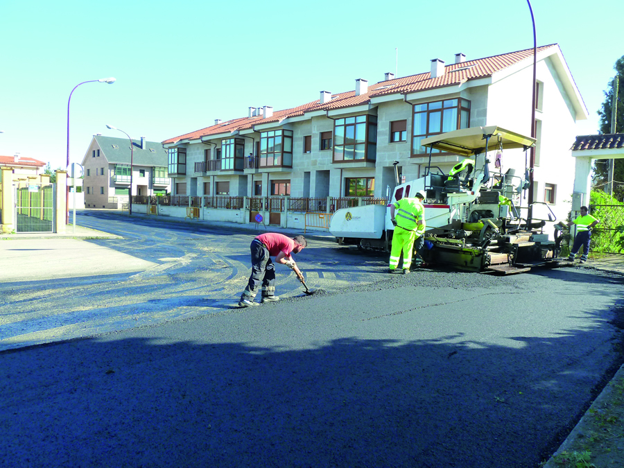 Imaxe dos traballos de asfaltado da rúa María Paz de Tor, a comezos deste mes. GPCM