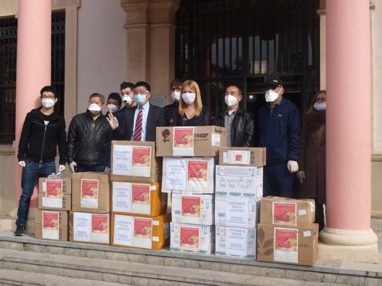 La comunitat xinesa de Rubí dona 8.000€ en material preventiu pel coronavirus a l'Ajuntament