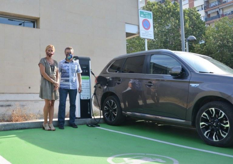 Rubí compta amb dos nous punts de recàrrega de cotxes elèctrics