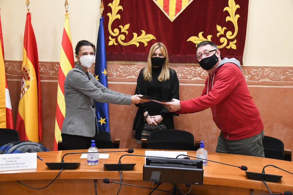 Rubí lliura al CatSalut les més de 4.000 signatures que reclamen millores als CAP de la ciutat