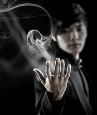 Yu Ho-Jin, The Manipulator, thrilled his friends with magic tricks when he was a boy.