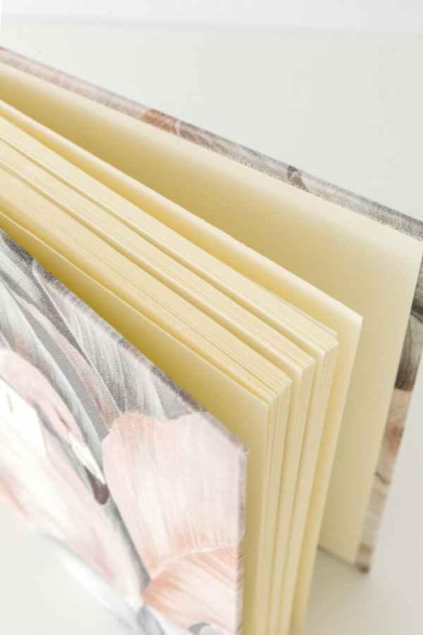 papel verjurado en álbum de fotos