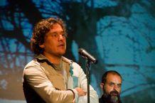 Alejandro Krawietz presenta a Miguel G. Morales.