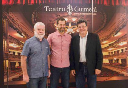 De izqda a dcha: El crítico Jorge Gorostiza, el cineasta Jose Mari Goenaga y el Concejal de Cultura del Ayuntamiento de Santa Cruz de Tenerife, José Carlos Acha.