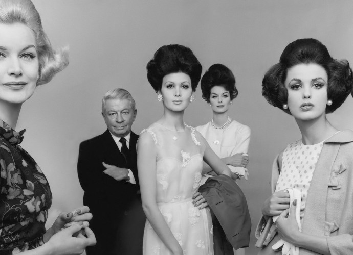 Mainbocher and models wearing his dresses