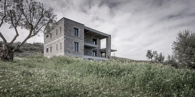 Olive and Stone Residence / Nikos Mourikis, © Pygmalion Karatzas