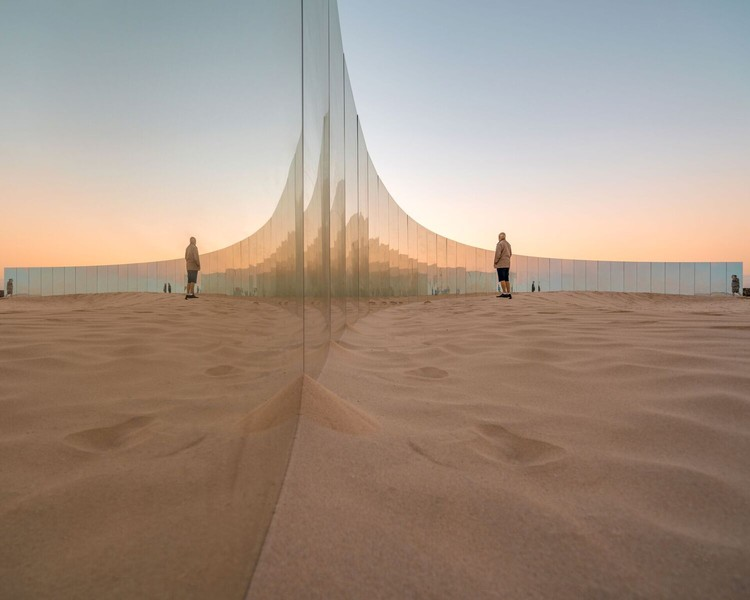 Gjøde & Partnere Arkitekter's Sculpture By The Sea Transforms Cottesloe Beach Into Floating Desert Island , © Ross Duggan