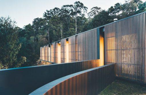 tinbeerwah-house-teeland-architects-blue-interior-architecture_dezeen_2364_col_8-852x558