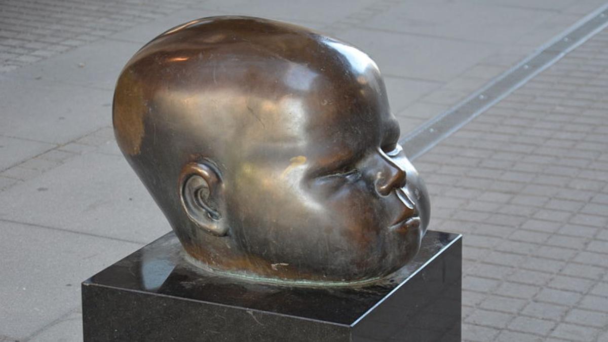 Hertha Hillfon a child's head