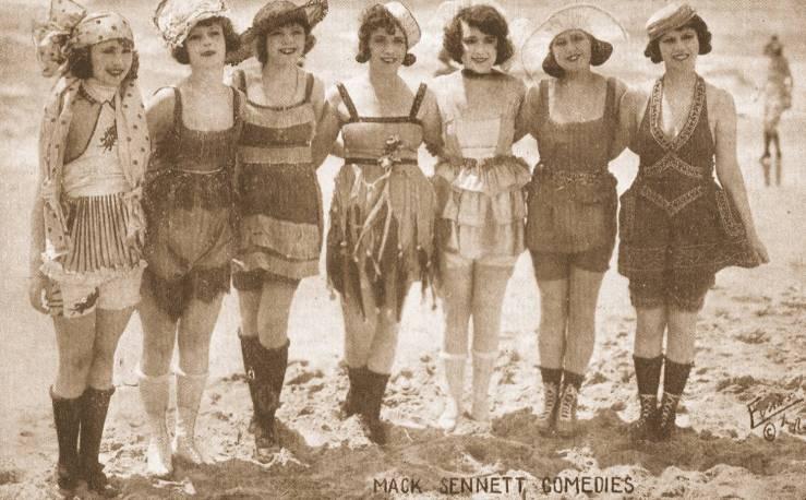 Women in bathing suits (1917 - 1920)