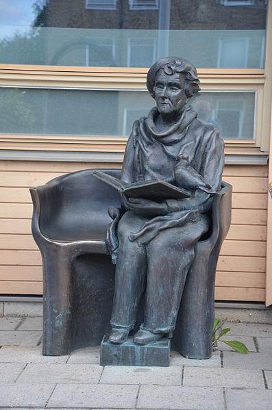 Hertha Hillfon' s sculpture of Astrid Lindgren