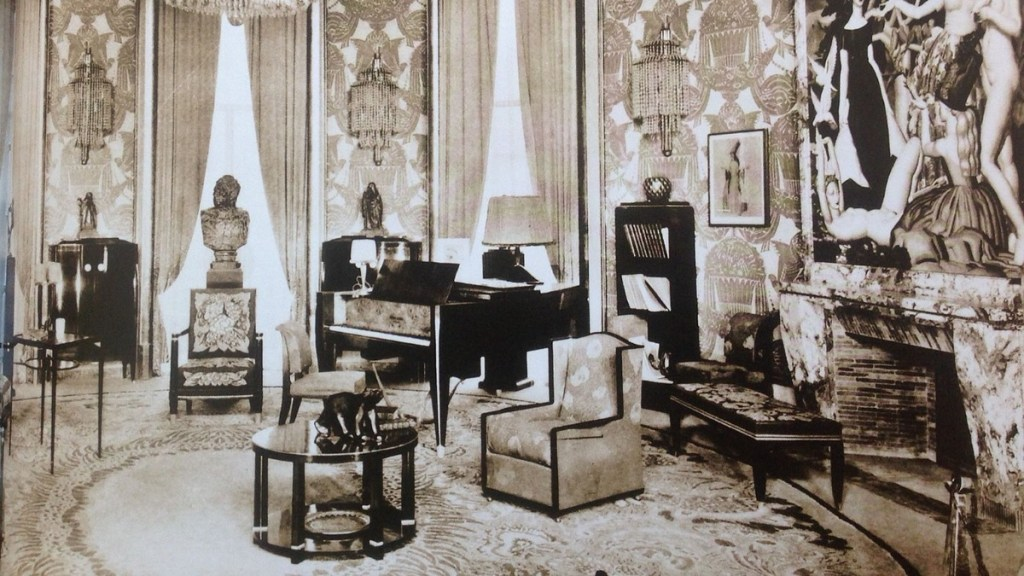 Salon of the Hotel du Collectionneur (1925) interior designed by Pierre Patout
