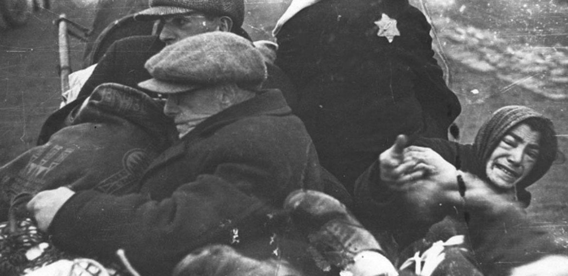 This Photographer Risked His Life to Document Jews' Humanity in the Face of Nazi Cruelty
