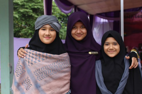 Guru Ramah Anak di SMP Islam Nazhirah