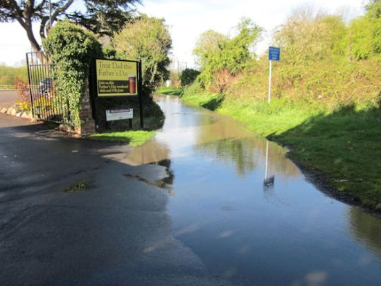 Flood at entrance to Manor pub, Glen Parva