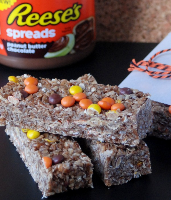 These peanut butter-chocolate chewy granola bars are so delicious and easy to make, and they make a perfect after-school snack!