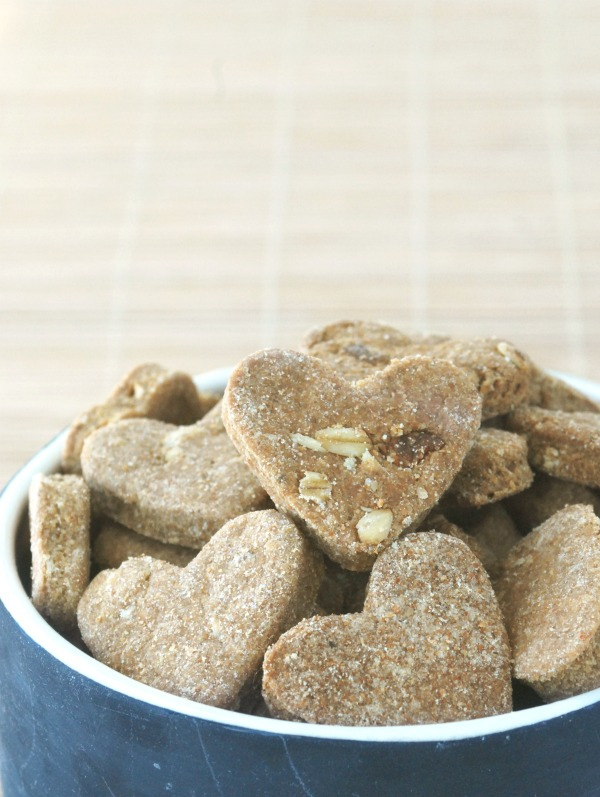 Your dog deserves a little homemade love too! These beef, bacon & peanut butter dog treats are easy to make, and your puppy is guaranteed to gobble them up!