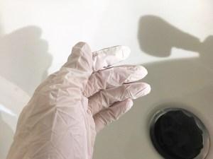手袋をつけてシャンプーさせていただいておりますm(_ _)m