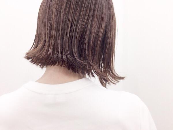夏のヘアスタイルは軽めがオススメ