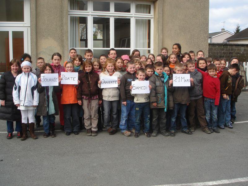 Les élèves présente la Porte Ouverte de l'école Notre Dame