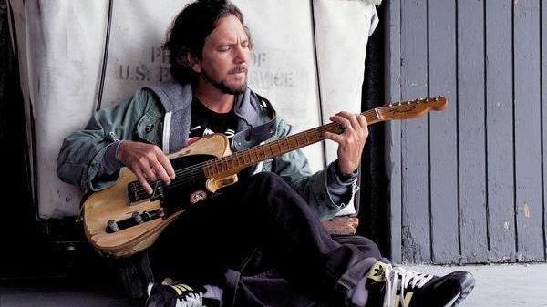 Eddie-Vedder-chicago-cubs-foto..jpg