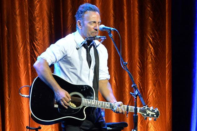 Bruce-Springsteen-acoustic-foto.jpg