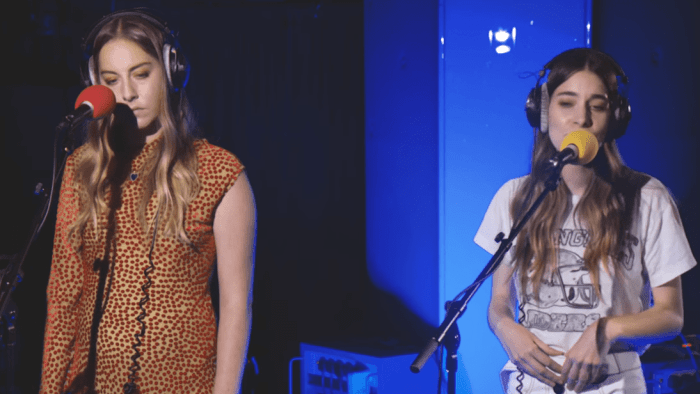haim-cover-strokes-i-ll-try-anything-once-end-of-a-century-video-foto